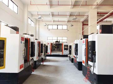China Linear Way Horizontal CNC Universal Milling Machine Taiwan Brand Stable Performance supplier
