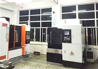 China Rigid Crossbeam High Speed Five Axis VMC Machine 700X800 mm Work Table supplier